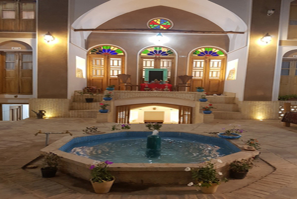 Sayeh Saray Traditional Hotel